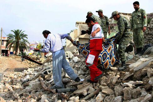 Iran Hit by 7.8-Magnitude Earthquake Near Border With Pakistan