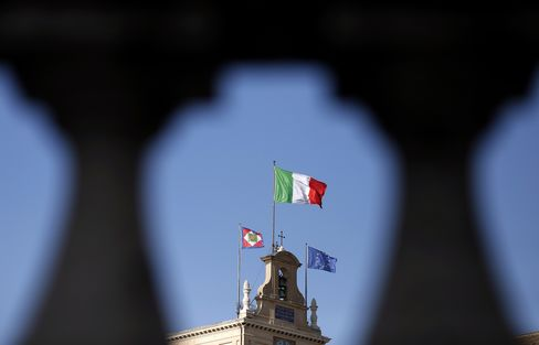 Italy's National Flag Flies in Rome