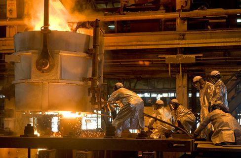 For now, more than 3,000 welders, pipe fitters, electricians and other specialists in shipbuilding trades work shifts around the clock five days a week to construct the USS Gerald Ford at Newport News. Photo: Chris Oxley/Huntington Ingalls via Bloomberg