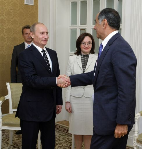 Vladimir Putin, left, greets then-Morgan Stanley Chief Executive Officer John Mack, right, at the Eighth International Investment Forum in Sochi, on Friday, Sept. 18, 2009. In 2013, Putin personally approved Mack's appointment to the Rosneft board, which paid $580,000 a year. Photographer: Alexei Druzhinin/RIA Novosti via Bloomberg