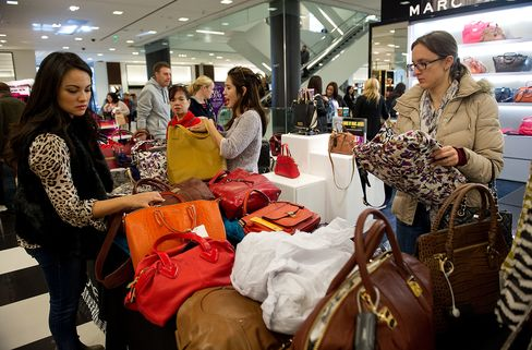 Economy Weighs on Shoppers in Final Holiday Weekend Dash to Mall
