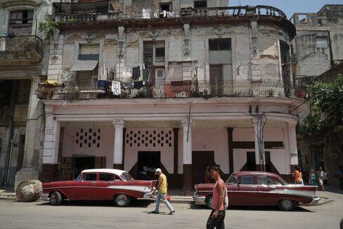Vintage American cars in Old Havana