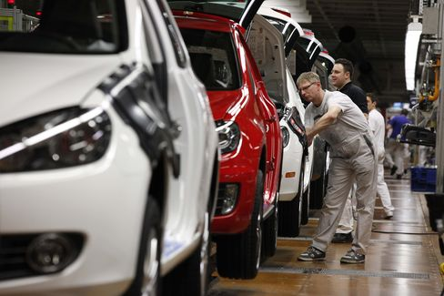 Peugeot Lost Decade Widens Losses as VW Profit Hits Record