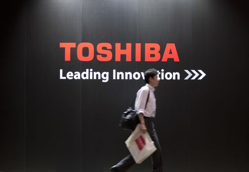 Toshiba Plans to Sign $1.9 Billion Loan This Month to Repay Debt