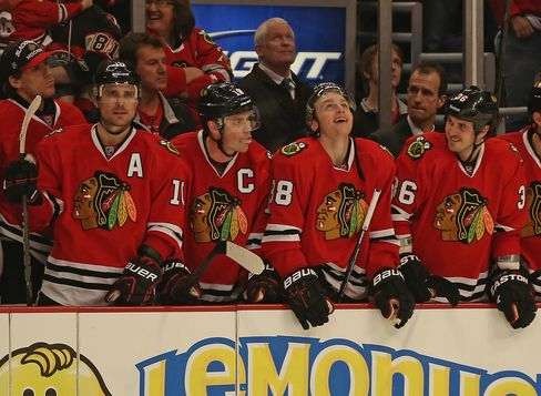 Blackhawks Match NHL Record With 4-3 Shootout Win Over Canucks
