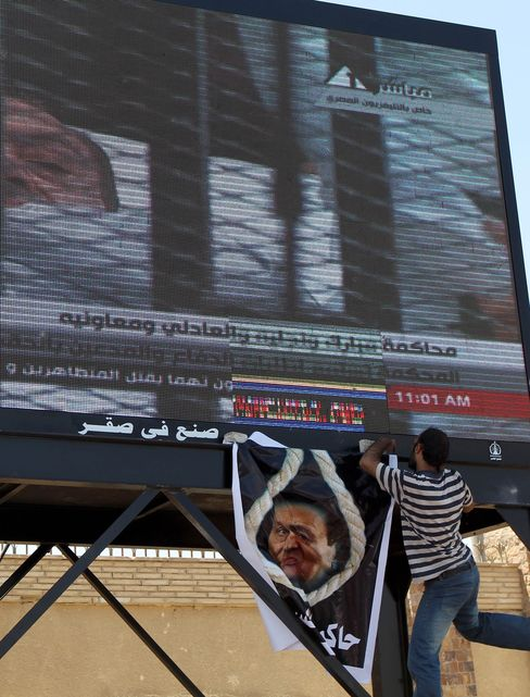 Trial of Egypt's Former President Mubarak Resumes in Cairo