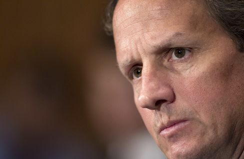 Geithner Says Europe 'Absolutely Committed' to Resolving Crisis