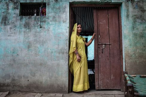 Sangathin activist Surbala Vaish in Satnapur Village, Uttar Pradesh, India. Photographer: Sanjit Das/Bloomberg