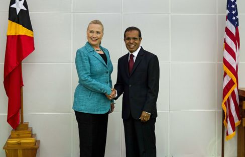 Clinton Visits East Timor for First Trip Since Independence