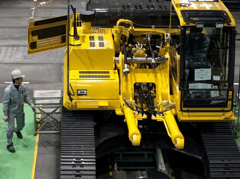 Japan Machinery Orders Slide 3.3% as Economy Risks Shrinking
