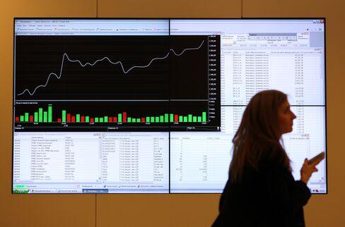 Russia Sounds Alarm on Economic Crisis as West Imposes Sanctions