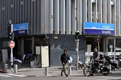 Bank Leumi, Mizrahi Said to Help California Man Cheat IRS