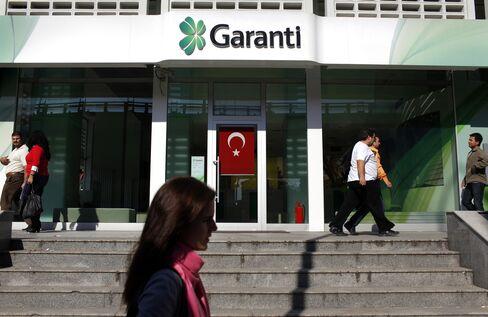 Deutsche Bank Sides With Goldman Betting on Turkey Bank Drop