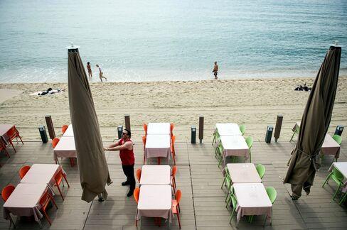 Spanish Sunshine Season Overshadowed by Growth Doubts: Economy
