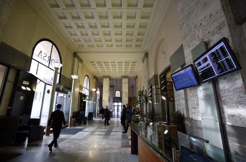 European Stocks Decline With Oil as Italian Bond Yields Surge