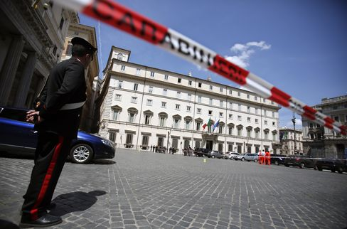 Italian Police Officers Shot Near Prime Minister's Office
