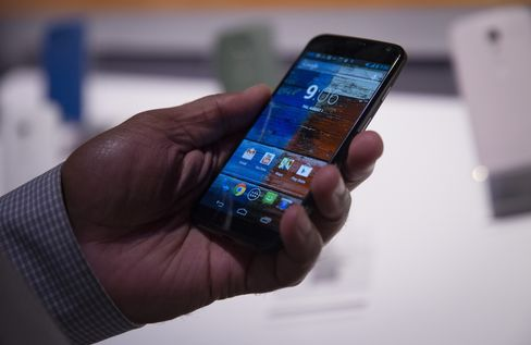Google's Motorola Unveils Moto X Phone in Bid to Revive Business