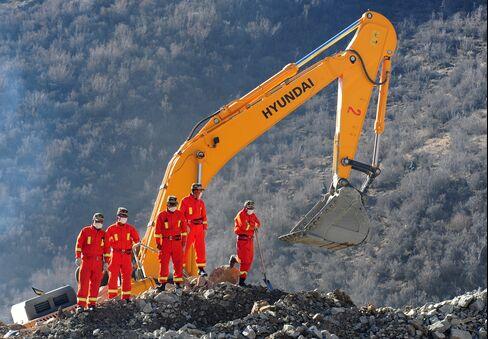 Landslide in Tibet Traps 83 Miners, No Survivors or Bodies Found