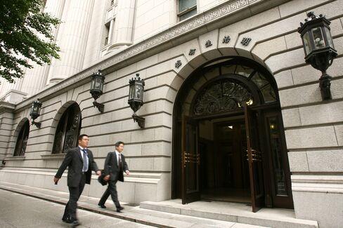Japan's Meiji Yasuda Said to Buy 15 Percent of Insurer Thai Life