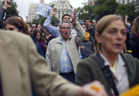 Spanish Bonds Slump as Marchers Start Second Protest Round