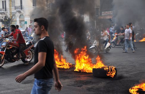 Lebanese Clashes Spread to Beirut After Security Chief's Killing