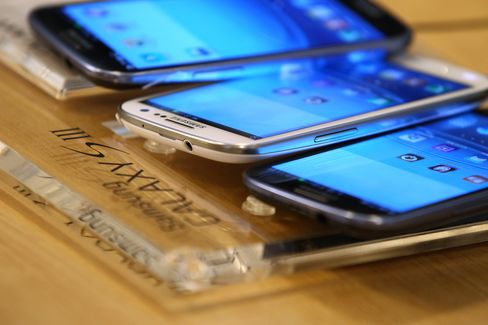 Apple Adds Samsung Galaxy S III Phone in Revised Patent Suit