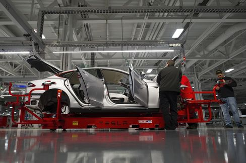 Tesla Electric Cuts Factory Cost as Shares Rise on Profits