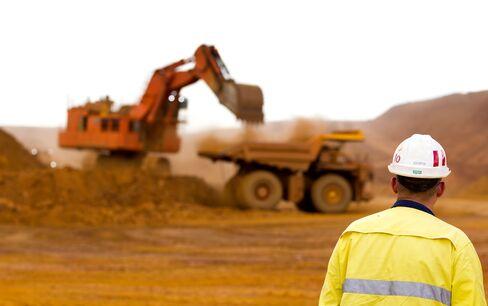 Australia Caps Best Jobs Quarter Since 2010, Jobless Rate Holds