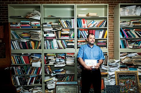 Tyler Cowen has written a bestseller on economics, keeps one of the field's most influential blogs, and reads way too many books. Photographer: Andrew Hetherington/Bloomberg Businessweek