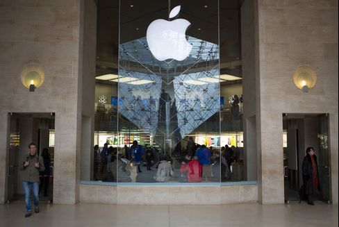 Apple Falls on Sales Forecast Miss by Audio Chip Supplier Cirrus