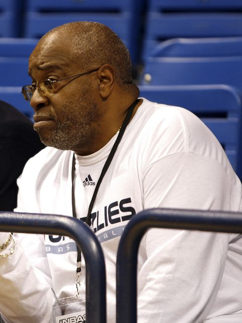 Williamson of Grizzlies, Rucker's 'Eggman,' Dies of Cancer at 65