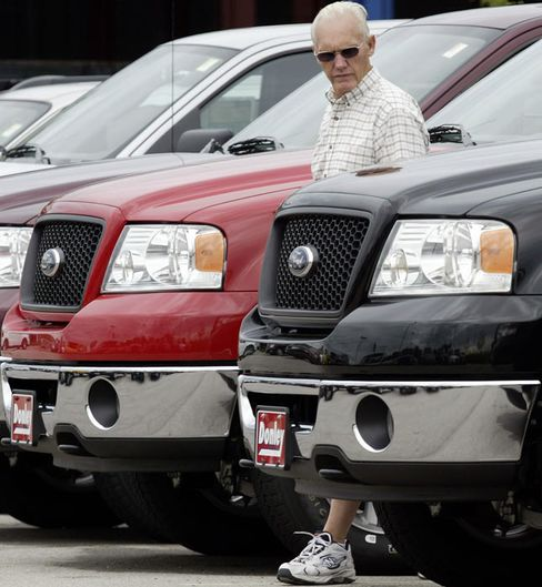 U.S. Auto Sales in November May Almost Match 2010 High