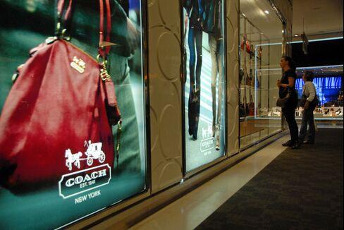 U.S. Stocks Little Changed as Retailers Slump Amid Budget Talks