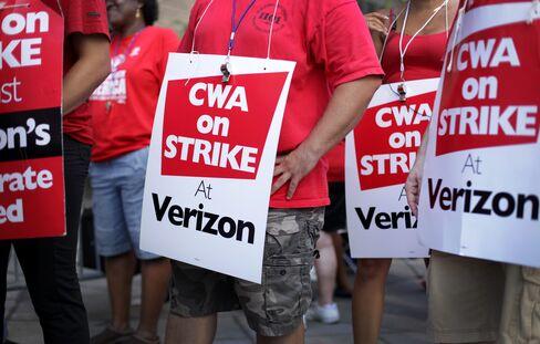 Verizon Tells Strikers It Will Suspend Benefits