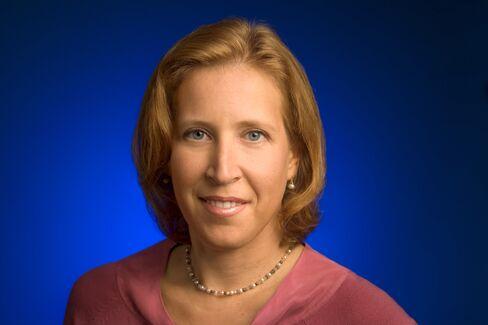 FTC Chairman Dines With Google Ad Executive Amid Antitrust Probe