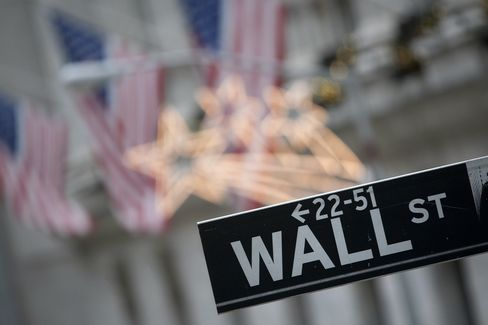 Wall Street banks are deflating pay expectations to avoid a replay of last year when cutbacks on bonuses and increased deferrals surprised bankers and traders. Photographer: Scott Eells/Bloomberg