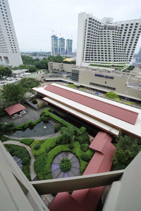 Billionaire Wee's UOL Said to Plan Buyout of Pan Pacific Hotels