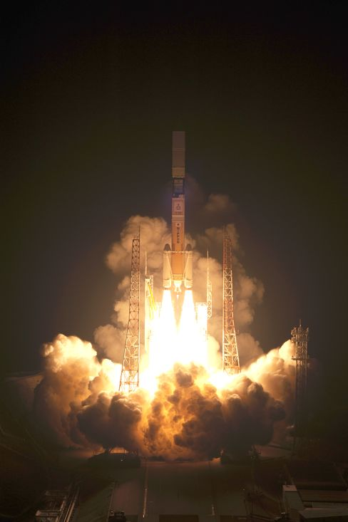 Mitsubishi Heavy-Japan Make First Commercial Satellite Launch