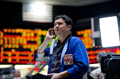 Treasuries Fall a Second Quarter Amid Signals Economy Improving