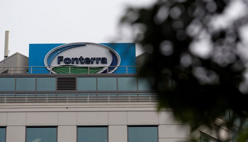 China Halts Fonterra Milk-Powder Imports in Blow to N.Z.