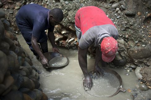 Colombia Illegal Gold Mines Prosper in Global Rout