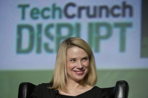 Yahoo Retools Flickr as CEO Chases Facebook in Mobile