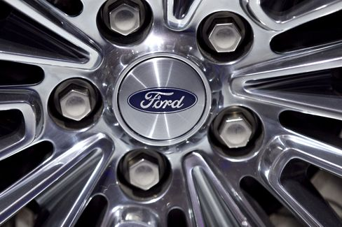Ford Boosts Pay for Directors 25%