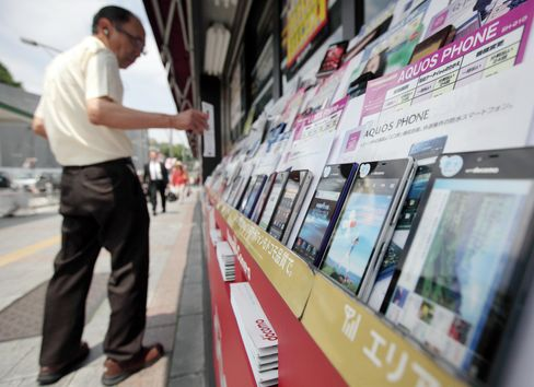 DoCoMo Sees Japan Elderly as Potent Weapon Against IPhone