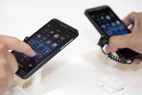 BlackBerry Faithful Waver After Z10 Flop Hobbles Comeback