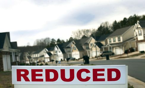 Home Prices in U.S. Fell Less Than Forecast in Year to May
