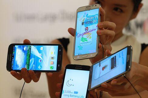 Samsung Tops Nokia, Apple Again as Biggest Mobile-Phone Seller