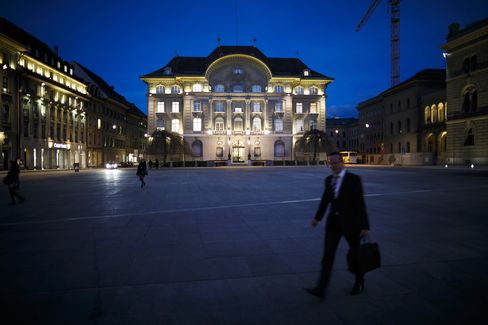 UBS, Credit Suisse Need to Improve Leverage Ratios, SNB Says