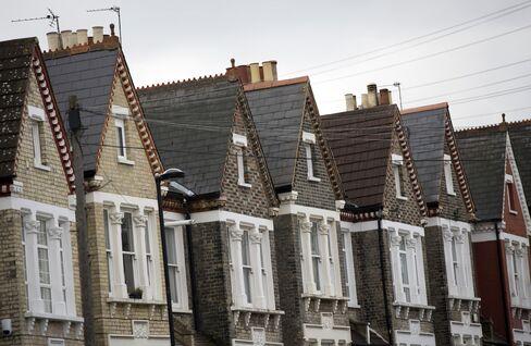 London Leads U.K. Housing Slowdown as BOE Warnings Take Toll