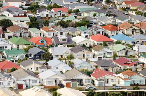 New Zealand House Prices Rise to Record, Card Spending Gains